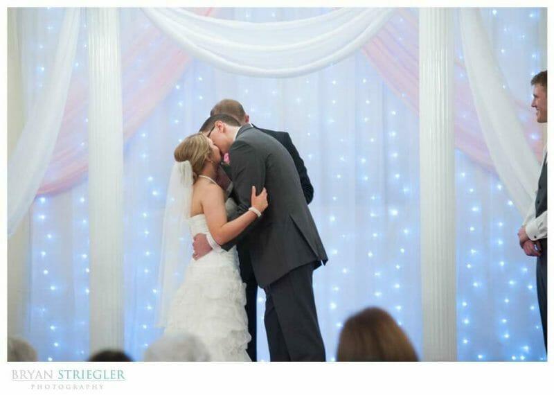 Arkansas Wedding first kiss