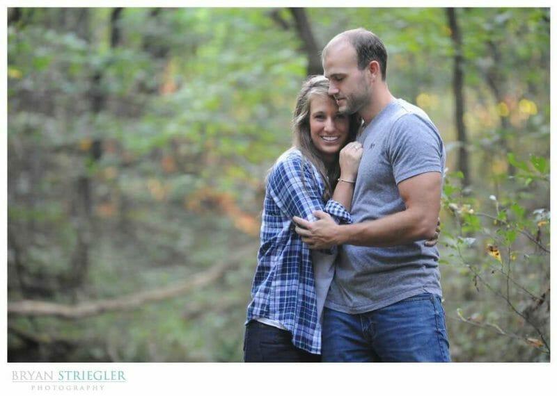 Arkansas Engagement Photos hugging