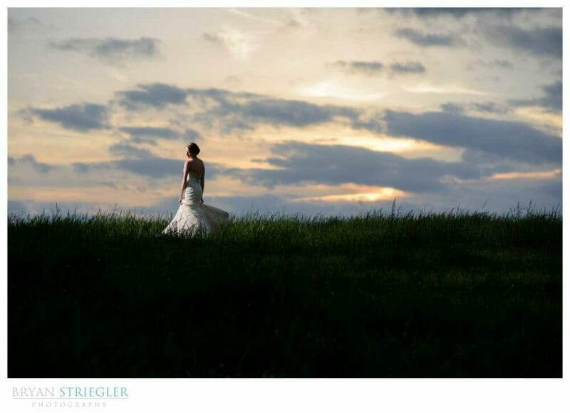 how to become a traveling wedding photographer