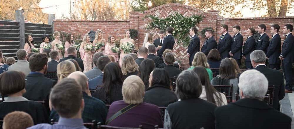 outdoor-wedding-ceremony-at-the-Ravington