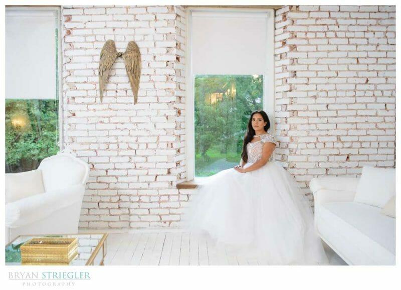 bridal portrait in bridal suite at the Ravington