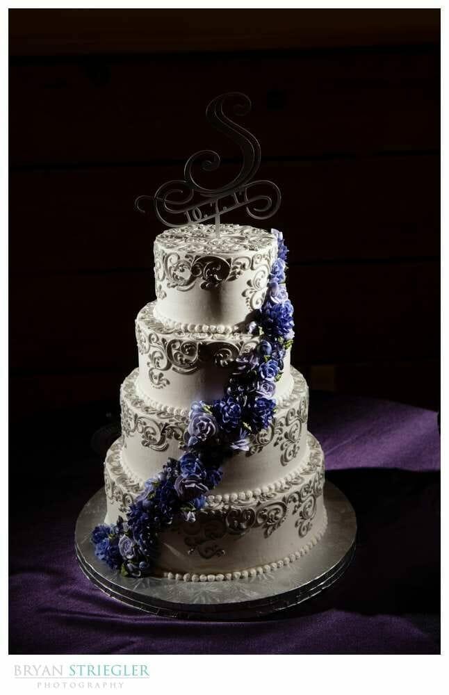 flower wedding cake by Rick's