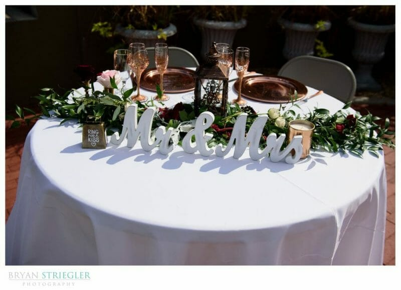 head wedding table with sign