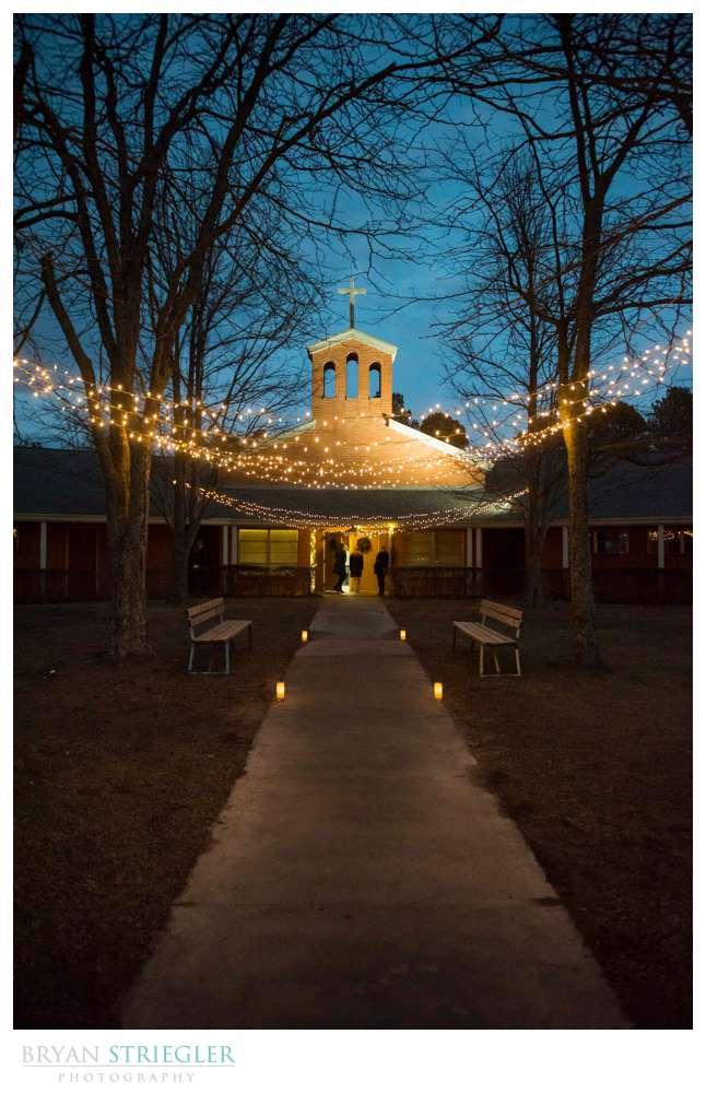 winter wedding in Arkansas at Mount Sequoyah