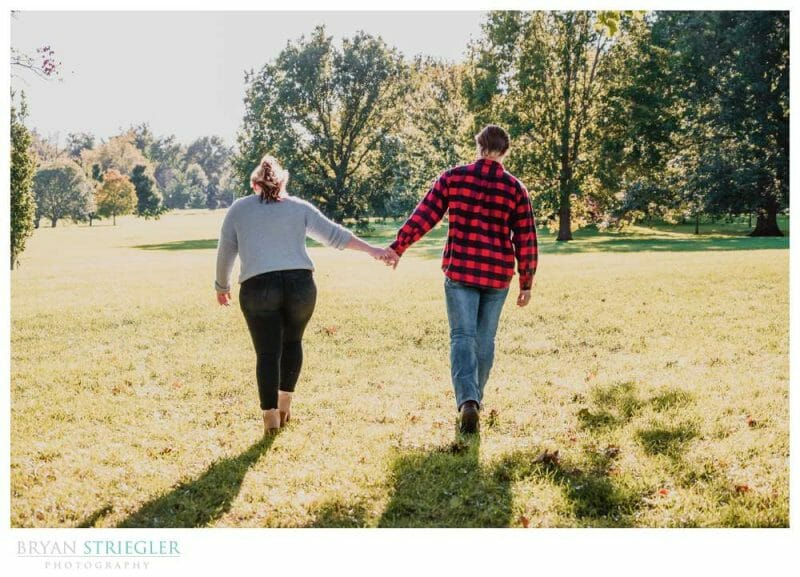 couple walking in Loose Park
