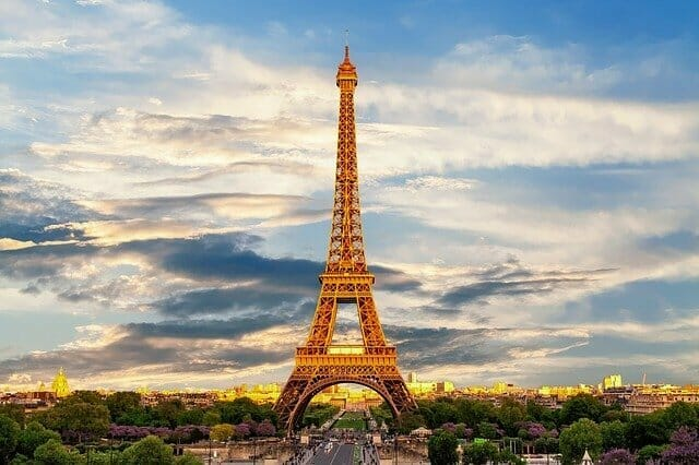 eiffel-tower for special wedding