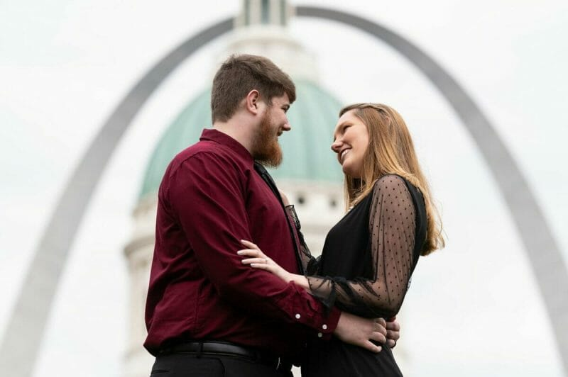 engagement photos in front of St. Louis arch