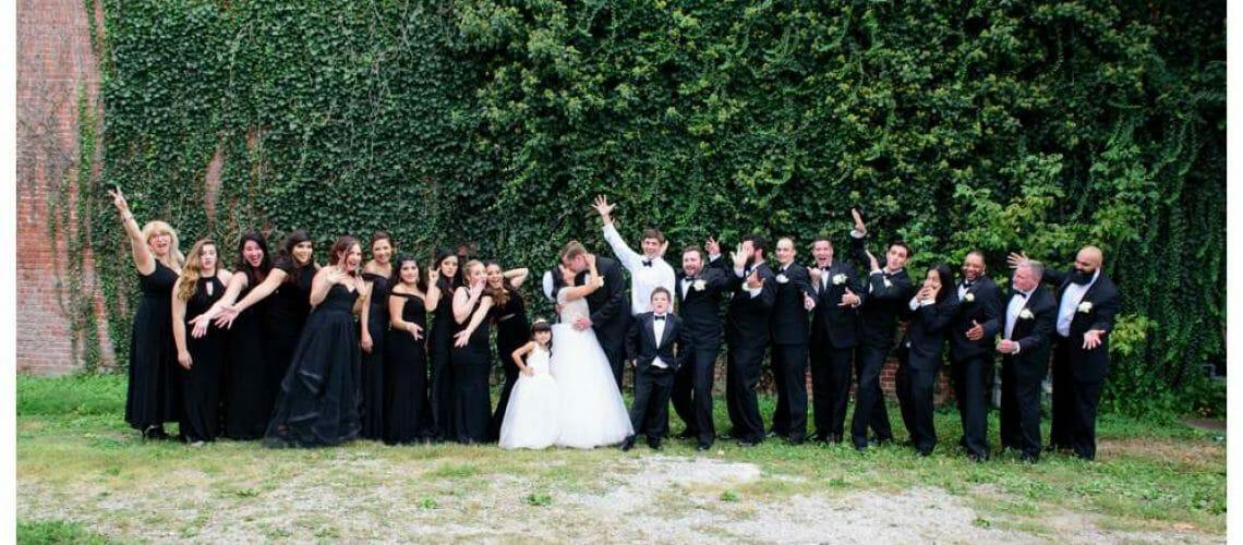 giant wedding party outside of the Ravington